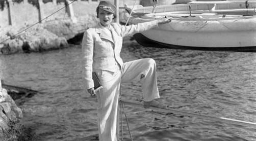 Mujer vistiendo pantalón